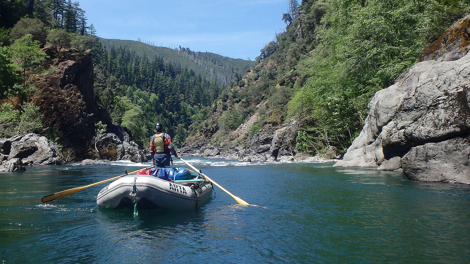 Entering another unnamed rapid on the Illinois River in Southern Oregon